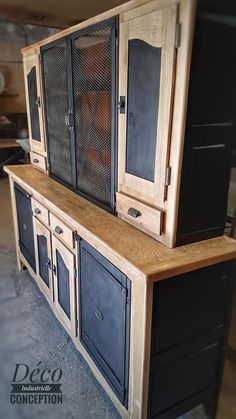 Deco Furniture, Metal Furniture, Industrial Furniture, Furniture Makeover, Furniture Decor, Painted Furniture, Furniture Design, Vaisseliers Vintage, Vintage Decor