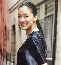 Yu Aoi 蒼井 優 Simple Makeup Looks, Beauty Companies, American Women, Funny Faces, Japanese Girl, Asian Woman, Asian Beauty, Female Models, Eye Candy