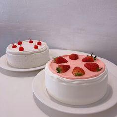 Pretty Birthday Cakes, Pretty Cakes, Cute Cakes, Mini Cakes, Cupcake Cakes, Cute Food, Yummy Food, Pinterest Cake, Kawaii Dessert
