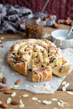 Mince Pie Marzipan Swirl – Bakemas Day 15 - Top Of The World Xmas Food, Christmas Cooking, Christmas Desserts, Christmas Pudding, Christmas Cakes, Christmas Mince Pies, Christmas Recipes, Xmas Cakes, Christmas Foods