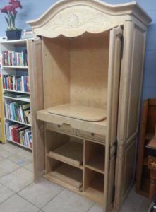 DIY Sewing Cabinet From An Old Media Armoire | Remodelicious.com Clothes Drawer Organization, Sewing Station, Costura Diy, Sewing Cabinet, Shaker Furniture, Sewing Rooms, Sewing Desk, Sewing Tables, Sewing Spaces
