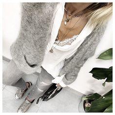 #ootd • dentelle @pimkie • blouse @mango • gilet @despetitshauts • jeans #zara • baskets Crime sur @dropshoes • sac #sandro •