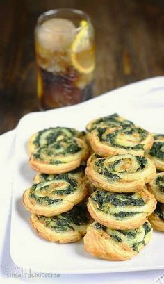 Spinach and cheese rolls Veggie Recipes, Vegetarian Recipes, Cooking Recipes, Healthy Recipes, Tapas, Brunch Recipes, Appetizer Recipes, Snacks Für Party, Finger Foods