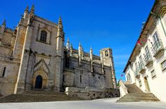 The Catedral da Guarda / Sé da Guarda was built between 1390 and 1540, initially during the reign of D. João I. It is built in the Manueline and Gothic styles.  The Se is built on the site of two earlier cathedrals.
