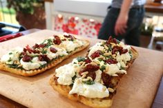 Burrata and Kale Salsa Verde Bruschetta recipe from Giada De Laurentiis via Food Network. This, but maybe with a different kale pesto. Salsa Verde, Giada Recipes, Top Recipes, Cooking Recipes, Giada In Italy Recipes, Summer Recipes, Giada De Laurentiis, Tostadas, Sauces