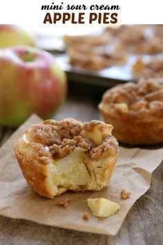 Mini pies for the win! These are little cups of apple pie perfection. Easy Snacks, Easy Desserts, Delicious Desserts, Yummy Food, Tasty, Tart Recipes, Chef Recipes, Bread Recipes, Yummy Recipes