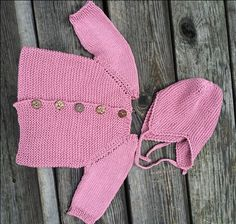Strik til baby - opskrift på trøje og djævlehue.