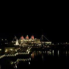 東京ディズニーシー Tokyo Disney Sea, Japanese Landscape, Cathedral, Building, Travel, Viajes, Buildings, Cathedrals, Destinations