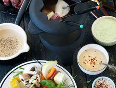 Här hittar du alla recept du behöver till årets sista och kanske festligaste middag. Välj ut favoriter bland snittar, drinkar, varmrätter och härliga desserter. Trerätters eller mingel – du väljer! Gott nytt år!