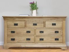 Farmhouse Country Oak Chest Of Drawers - http://decor10blog.com/decorating-ideas/farmhouse-country-oak-chest-of-drawers.html