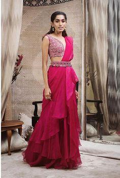 Indian Fashion Dresses, Dress Indian Style, Indian Designer Outfits, Indian Outfits, Designer Dresses, Saree Fashion, Indian Gowns, Designer Sarees, Bollywood Fashion