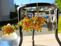 Autumn color beads earrings and a cocktail ring. Labradorite wire earrings.