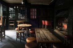 Tales from the bar - a tour of London's 'great pubs' - BBC News
