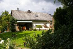 Te huur van de eigenaar; leuke vakantiewoning welke gelegen is in de Eifel regio te Duitsland. Om precies te zijn bevindt deze accommodatie zich in Schönbach. Het vakantiehuis is geschikt voor 4 personen.