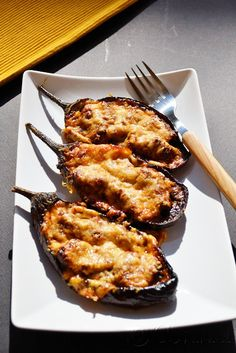 Aubergines stuffed with minced meat / Μελιτζάνες παπουτσάκια Cooking Recipes, Healthy Recipes, Healthy Foods, Happy Kitchen, Red Sauce, Eggplant Recipes, Recipe Search, Group Meals, Mediterranean Recipes