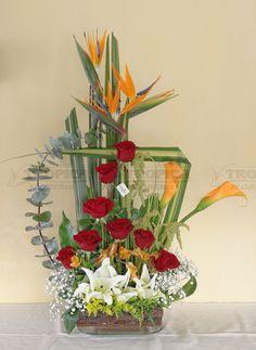 Arreglo tropical con rosas @ Tropica Floreria