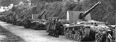Crews during inapection next to their Semovente da 75 34 m42 and Semovente da 90 53 m41m vehicles