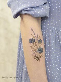 Unique Tattoos, Beautiful Tattoos, Small Tattoos, Cool Tattoos, Tiny Flower Tattoos, Sketch Tattoo Design, Floral Tattoo Design, Tattoo Designs, Time Tattoos