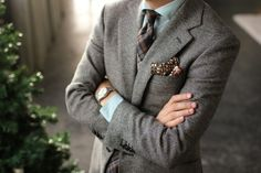 Nice color matching. Pocket square is really beautiful and it matches the tie so nicely. http://www.moderngentlemanmagazine.com/mens-style-suits-pattern-mixin/