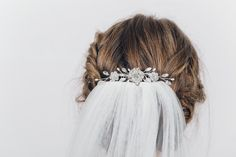 Crystal and pearl wedding veil comb