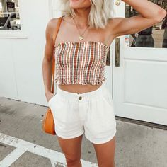 Sexy Tube Top Outfit Summer Casual Look. Tube top look, tube top pattern and tube outfits. Trending tube top outfit ideas for Women. Casual Summer Outfits, Spring Outfits, Cute Outfits, Outfit Summer, Summertime Outfits, Summer Pants, Fashionable Outfits, Summer Shirts, Look Fashion