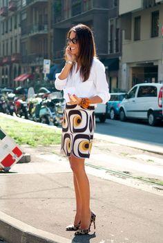 Look of the day! The fabulous Viviana Volpicella , Assistant Fashion Editor of Vogue Nippon, wearing a Zara Shirt, Miu Miu skirt and Prad. Classic White Shirt, Mode Chic, Cute Skirts, Office Fashion, Fashion Editor, Mode Inspiration, Street Chic, Printed Skirts, Ideias Fashion