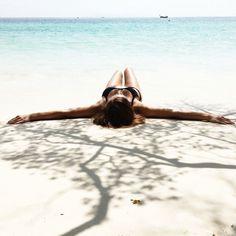Relaxing at the beach in Ko Tao www.annalaurakumm...
