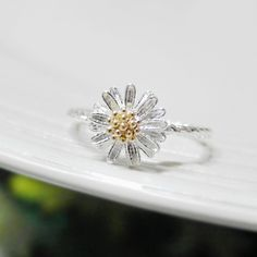 Tiny Daisy ring 6 Size with twisted ringband