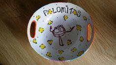 Bol para palomitas decorado con huellitas (son las palomitas) y un dibujo hecho por mi niño!!