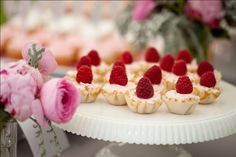 white chocolate raspberry tarts A delicious bite sized raspberry treat perfect for an afternoon tea party… or a midnight snack [recipe via]. The Line Up: ¾ cup butter, softened ½ cup confectioners'. Pink Dessert Tables, Pink Desserts, Great Desserts, Dessert Recipes, Dessert Ideas, Dessert Tarts, Fruit Tarts, Party Desserts, Delicious Desserts