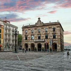 Plaza del Ayuntamiento de Gijón. Foto de nuestro amigo Misael Ramos...otro precioso rincón de la ciudad... Blue Hoteles