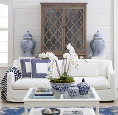 Inspired by the sophisticated homes of New York's rich and famous, the Hamptons style is the epitome of timeless elegance. Cottage Living Rooms, Coastal Living Rooms, Living Room Decor, Blue Rooms, White Rooms, Estilo Hampton, Blue And White Living Room, Blue Furniture, Rustic Furniture