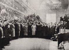 Czar Nicholas II visita a fábrica Putilov em São Petersburgo, entre 1915 e 1917.