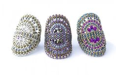 Cigar Band Ring Heather Kingsley-Heath, United Kingdom Technique: Albion Stitch, Peyote Materials: seed beads, Czech firepolished crystals Kit: 5 Euros with 3 color choices Level: Intermediate Languages: English, German Fee: 82.60 EUR Kits sold separately