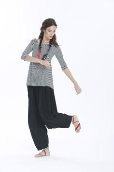 T-shirt M14ET365 1418 shop: http://www.martinomidali.com/store/it/t-shirt-rigata-6591.html; Pantaloni M14ET358 2100