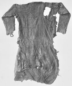 Bernuthsfeld tunic/shirt back - CE Denmark (today Germany) His heavily worn tunic was patched out of 45 single pieces of cloth, out of 20 different fabrics in 9 different weaving patterns! by winnie Viking Garb, Viking Reenactment, Viking Dress, Viking Tunic, Viking Clothing, Antique Clothing, Historical Costume, Historical Clothing, Textiles