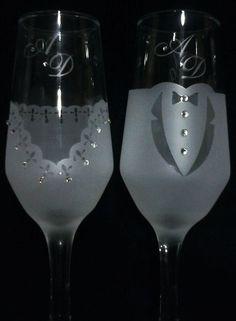 Taças para brinde dos noivos ou presente para padrinhos. <br>Personalizadas. <br>medidas taça <br>altura 19,5 cm <br>base 6 cm diâmetro <br>personalizadas com strass