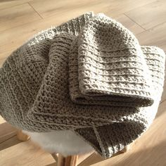Maïa - free crochet hat and matching cowl pattern by Giamanella Marina in English and French. Aran weight.