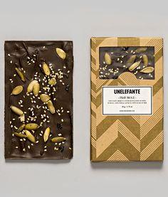 FRAY MOLE 65% cacao Santander incrustaciones de pasta de mole, pepita, ajonjolí, chile pastilla y sal de mar