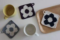 お花コースター✿ | まつこの日常~北欧好きのハンドメイドとコドモノコト~ Love Crochet, Diy Crochet, Crochet Doilies, Crochet Flowers, Crochet Pillow, Tapestry Crochet, Granny Square Afghan, Mug Rugs, Crochet Projects