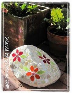 Mosaic Rock...ahhh Cute Idea!!!!