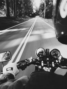 Old Cars Photography Black And White 41 Ideas Harley Davidson, Gp Moto, Bike Photoshoot, Motorcycle Wallpaper, Biker Girl, Biker Chick, Car Photography, Motorcycle Photography, Bike Life
