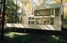 The Gund Summer Residence in Peninsula, OH, was built in It was done for Cleveland-born art collector Agnes Gund and her family. Her sole restriction on Hisaka: do not destroy a single tree. Photo courtesy of Thom Abel. Shaker Heights, Order Of The Day, Shipping Container Homes, Brutalist, Houzz, Cool Designs, Single Tree, Building, Places