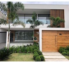 THAIS GREI Cafe Exterior, Exterior House Colors, House Front Design, Modern House Design, Bali House, Modern House Facades, Outdoor Rooms, Outdoor Decor, Small Modern Home