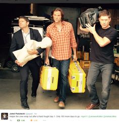 Jared tweet - I love how Jared is carrying two huge boxes and Misha is just holding a mannequin..? Ahahaa