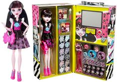 """Case The locking case has a handle on top and one side features the Draculaura doll with a fanged heart, """"Cool Ghouls"""", and """"Monster High"""" with a Skullette. Monster High Toys, Pink Highlights, Long Black Hair, Pink Handbags, Bat Wings, Blue Lace, Fashion Dolls, High Fashion, Makeup"""