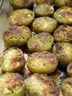 The last green tomatoes on the vine make their appearance at our table as a Southern delicacy known as fried (or in this case oven-roasted) green tomatoes. Fried Green Tomatoes Recipe Easy, Baked Green Tomatoes, Green Tomato Recipes, Fried Tomatoes, Vegan Recipes Easy, Vegetable Recipes, Vegetarian Recipes, Cooking Recipes, Healthy Cooking