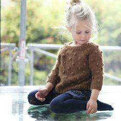 Popcorn genser / paelas pop sweater (norwegian and english) – baby sweaters Baby Knitting Patterns, Knitting For Kids, Baby Patterns, Hand Knitted Sweaters, Baby Sweaters, Crochet Baby, Knit Crochet, Free Crochet, Crochet Pattern