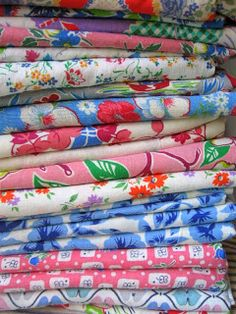 """I loooove vintage feedsack fabric. Feedsack fabric was a """"child"""" of the depression and eras. An astute feed salesman saw that women wer. Vintage Textiles, Vintage Quilts, Vintage Sewing, Feed Sacks, Fabulous Fabrics, Vintage Love, Crafty, Antiques, Aprons"""