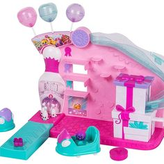 It's time to party at the Shopkins Season 7 Party play set. It's a bowling bonanza as you bowl and bounce around in the bumper cars. Prizes galore and lots of places to store your partying Shopkins pals. Shopkins Join The Party, Shopkins Playsets, Shopkins And Shoppies, Free Shopkins, Shopkins Season, Holiday Games, Craft Free, Christmas Toys, Shopping